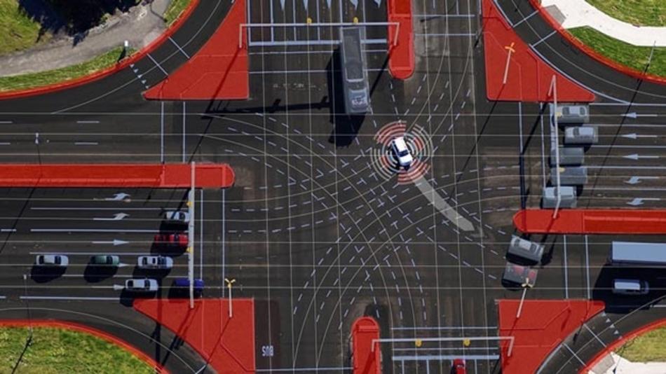 Automatisiertes Fahren wird dank vernetzter Infrastruktursensoren sicherer. Im Projekt MEC-View wurden dafür entsprechende Hardware und Software entwickelt, die die Bilder und Signale der Infrastruktursensoren aufbereitet, mit HD-Karten kombiniert und per Mobilfunk an das Fahrzeug überträgt.