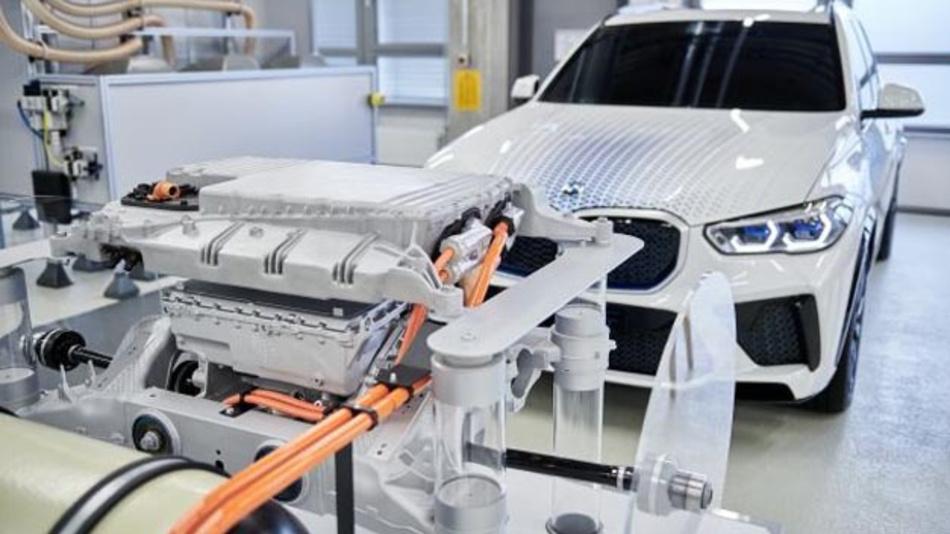 BMW sieht den Brennstoffzellen-Antrieb als wichtiger Entwicklungsstrang für den Ausbau der Power of Choice. Ab 2022 will der Autobauer den i Hydrogen NEXT zunächst als Kleinserie auf die Straße bringen.