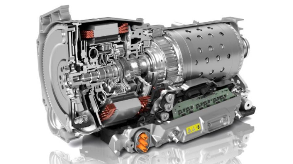 Das 8-Gang-Automatgetriebe von ZF ist konsequent auf Hybridisierung ausgelegt. Ein Baukastensystem erlaubt die Realisierung von Mild-, Voll- sowie Plug-in-Hybridantrieben mit Spitzenleistungen von 24 bis 160 kW.