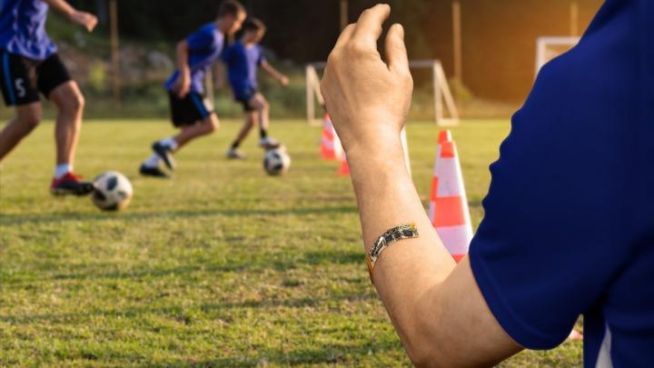 Besonders im Leistungssport sind Informationen zur körperlichen Verfassung wichtig. Das ultrasensitive, elektronische Pflaster XPatch nimmt Körperschweiß auf, generiert in Echtzeit genauste Angaben und schickt diese direkt an das Smartphone des Nutze