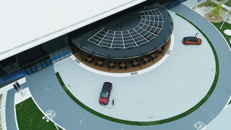 Der Nissan Pavillon im japanischen Yokohama demonstriert Zukunftstechnologien und Mobilitätsvisionen des Autobauers.