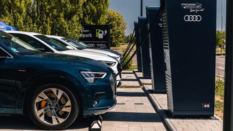 Um Menschen, die bisher keinen Stromer aufgrund mangelnder Lademöglichkeiten fahren wollen, zu überzeugen, eröffnen Audi, die Stadt Ingolstadt und die SWI einen Schnellladepark.