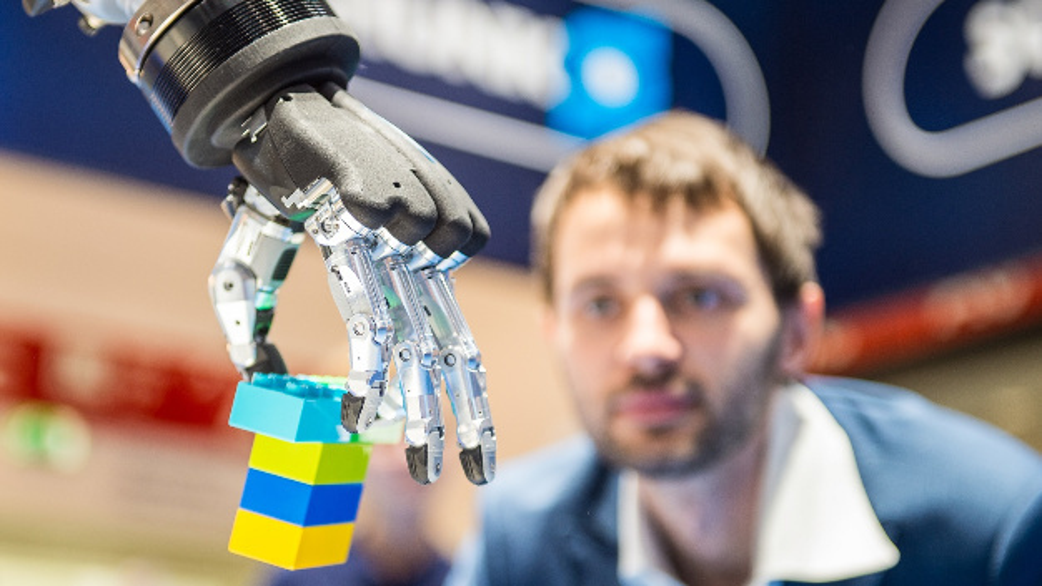 """IFR Executive Round Table – automatica im Dezember 2020 in München: Das Thema """"Next Generation Workforce - Upskilling for Robotics"""" wird von Experten auf dem IFR Executive Round Table am 9. Dezember auf der """"automatica"""" in München diskutiert."""
