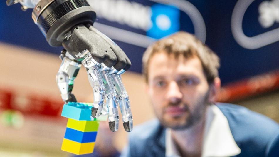 Geht es nach dem IFR, müssen die Aus- und Weiterbildungs-Angebote für Robotik schleunigst auf deren zunehmende Bedeutung für die Industrie reagieren.