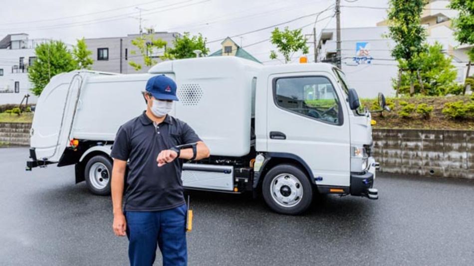 Der Fuso eCanter SensorCollect Konzept-Lkw kann fernübertragene Befehle sicher ausführen, beispielsweise dem Bediener folgen.