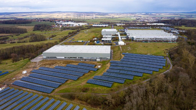 By 2022, the Bosch plant in Eisenach intends to cover its own power requirements with PV systems and the exclusive purchase of electricity from wind power.