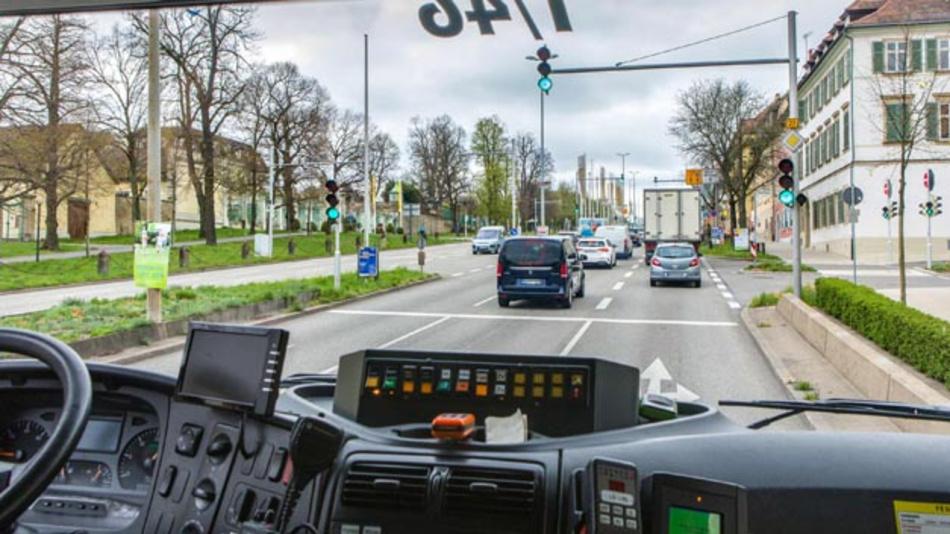 Dank V2X-Kommunikation tauschen sich die Feuerwehrfahrzeuge der Stadt Ludwigsburg per standardisiertem Funk direkt mit der Verkehrsinfrastruktur aus und werden im Einsatz vollautomatisch priorisiert.