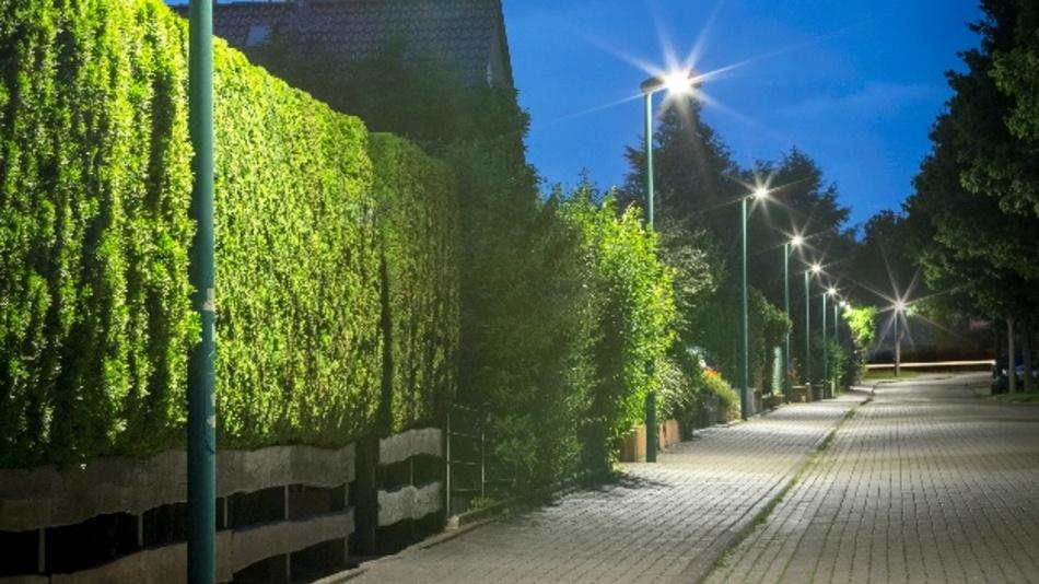 Mit LED und Nachtabsenkung spart die Stadt Hameln über 75 Prozent Energiekosten. Dank BMU-Förderung, die die Sanierung mit 20 Prozent bezuschusst, und einem zinsgünstigen KfW-Kredit kostet die neue LED-Anlage der Stadt unterm Strich keinen Cent.