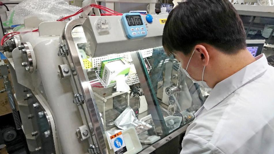 Forscher der Kyoto University und von Toyota Motor arbeiten an einem neuen Typ von wiederaufladbaren Batterien auf Fluoridbasis.