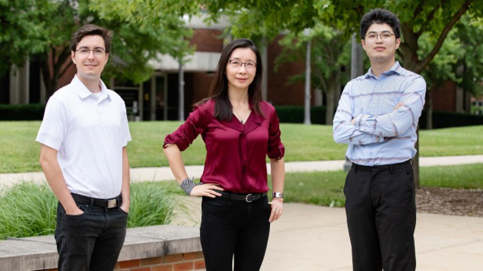 Das Forscherteam der University of Illinois, Urbana-Champaign (v.l.n.r): Mark Kraman, Xiuling Li und Mike Yang.