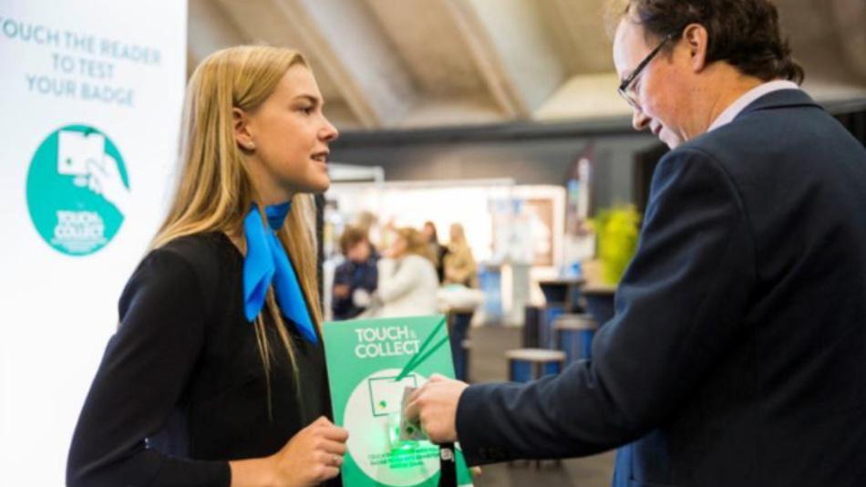 Das Smart Badge soll ab 2021 allen Ausstellern und Besuchern der All About Automation einen kontaktlosen Austausch von Daten und Informationen ermöglichen.