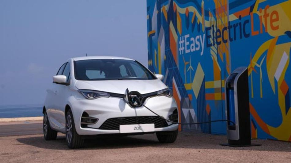 Uber will in Zukunft Elektromobilität zum tragenden Element ausbauen und setzt dabei auf die Stromer von Renault und Nissan.