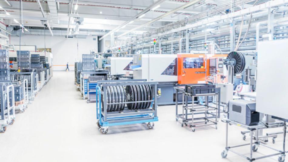 Die Energieverteilung in Industrieunternehmen steht vor Herausforderungen, die sich lediglich mit einer neuen Technik lösen lassen.