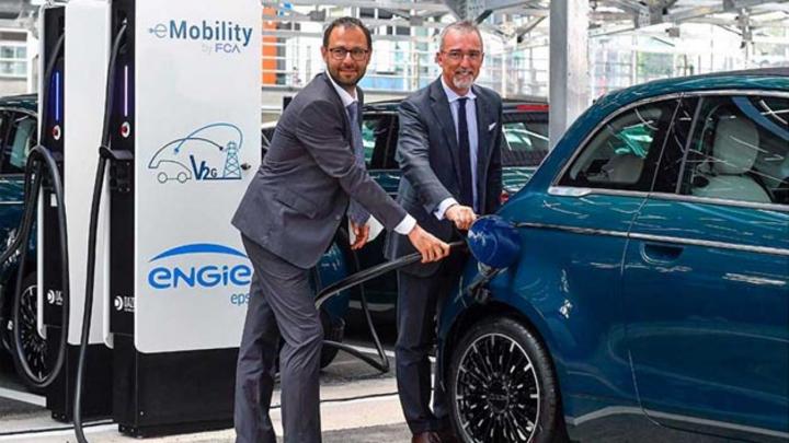 Fiat Chrysler, Engie EPS und Terna erforschen in Turin gemeinsam intelligente Infrastruktur zum Aufladen von Elektrofahrzeugen. Interaktion mit öffentlicher Stromversorgung senkt Betriebskosten und optimiert Netzstabilität.