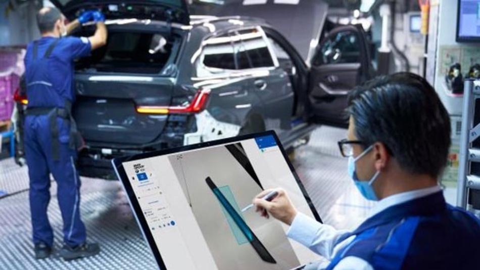 Ein BMW-Mitarbeiter markiert mit dem Labeling Tool Lite Fotos von Einstiegsleisten des 3er, für den Aufbau einer bildgestützten KI-Anwendung.