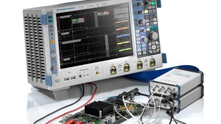 Für Messungen zur Batterielebenszeit an einem IoT-Funkmodul kann der Anwender bis zu zwei vierkanalige Leistungsmessköpfe R&S RT-ZVC04 an ein Multidomain-Oszilloskop von Rohde & Schwarz anschließen und parallel bis zu acht Strom- oder Spannungsmessun