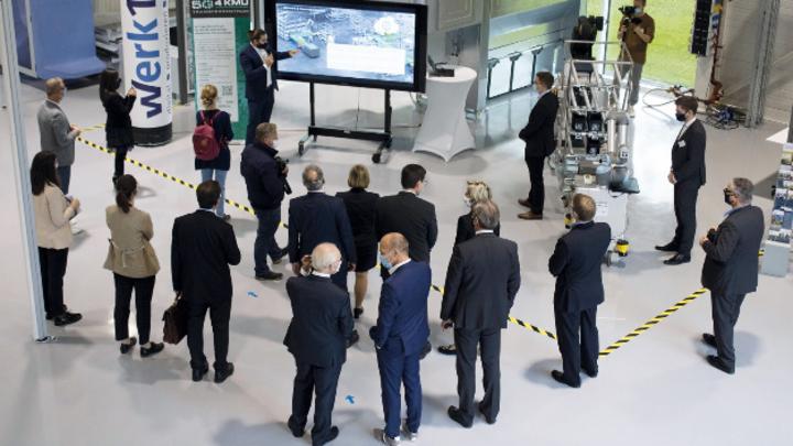 Sowohl Demostationen lokaler Unternehmen als auch von wissenschaftlichen Einrichtungen aus Reutlingen, Mannheim und Stuttgart zeigen den aktuellen Forschungsstand.