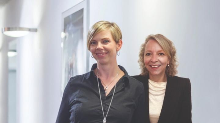 Simone Lindovsky und Silja Bülk, Lichtbasis