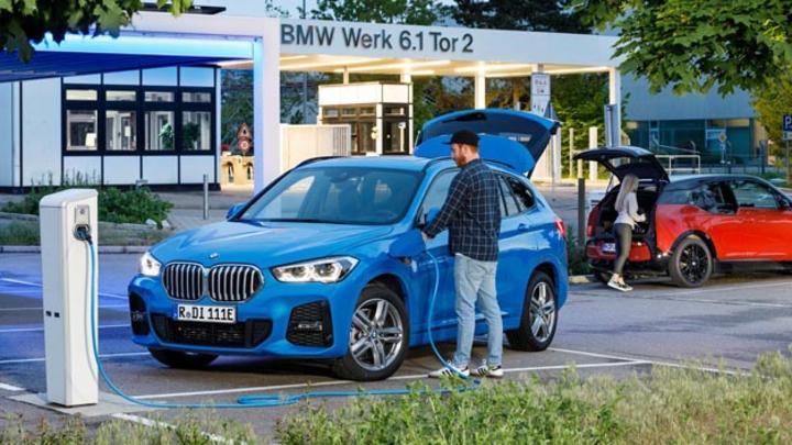 BMW wird in Deutschland zukünftig an drei Standorten Hochvoltbatterien und Batteriekomponenten produzieren: Neben Dingolfing und Leipzig wird das Werk Regensburg ab 2021 E-Antriebsbausteine fertigen.