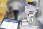 Beim Smart Gripping vermessen, identifizieren und überwachen intelligente Greifer von Schunk Bauteile sowie den laufenden Produktionsprozess....