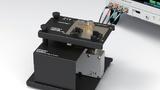 Der Prüfadapter IM9202 von Hioki ist für Tests im Frequenzbereich von 0 bis 600 MHz ausgelegt.