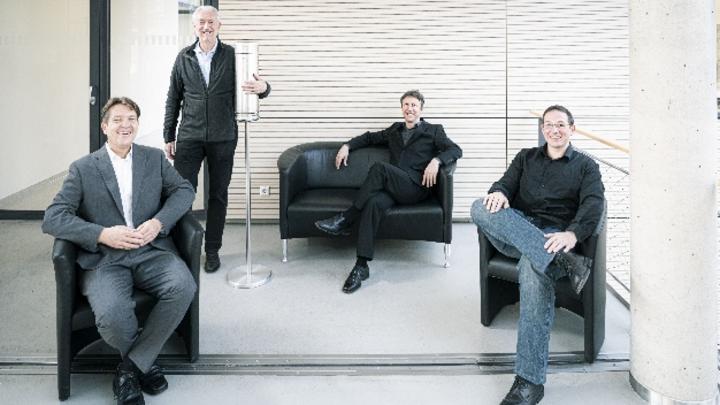 Sorgen für virenfreie Luft in Innenräumen: Die Aerobuster-Erfinder (von links) Thomas Blank, Horst Hahn, Jochen Kriegseis und Martin Limbach.