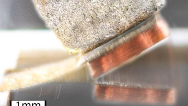 Die thermomagnetischen Generatoren basieren auf magnetischen Dünnschichten mit stark temperaturabhängigen Eigenschaften.