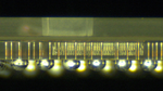 Die Seitenansicht des Glas-Packages zeigt dreilagigen Aufbau, Vias und Lötkugeln.
