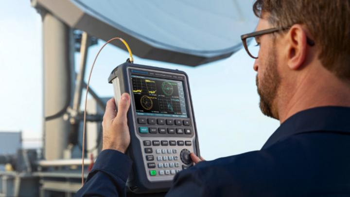 Tragbare Netzwerkanalysatoren werden seit über 30 Jahren hergestellt. Mit der Serie ZNH bringt Rohde & Schwarz die Touch-Bedienung auch in diesen Gerätetyp.