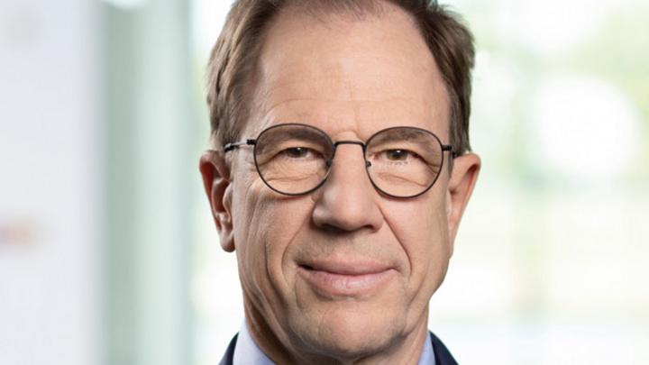 Dr  Reinhard Ploss