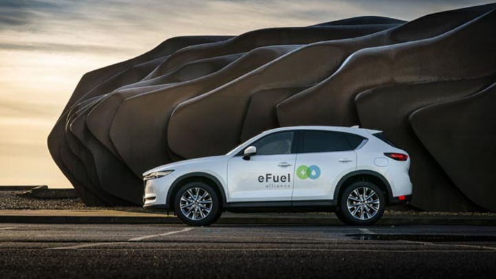 Mazda setzt neben der Elektrifizierung auf weitere Technologien für mehr Klimaschutz und ist daher der eFuel Alliance beigetreten.