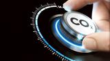 Mit der CO2-Steuer sollen die CO2-Emissionen im Verkehrssektor gesenkt werden.