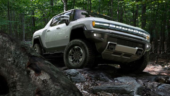 Für den neuen GMC Hummer EV von General Motors wird Magna die Batteriegehäuse fertigen und legt dafür den Grundstein für ein neues Werk in Michigan.