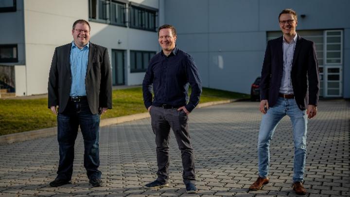 Der Vorstand der BestSens AG freut sich über den neuen Hauptsitz v.l. Sebastian Stich, Wolfgang Diller, Lars Meisenbach