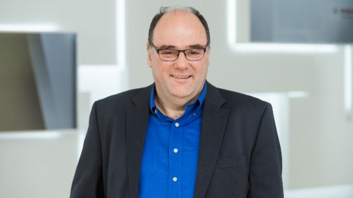 Dr. Stefan Finkbeiner, CEO von Bosch Sensortec: »Mit unserem Sensor können die Kunden sehr einfach und ohne Data Scientists KI für ihre Produktentwicklung nutzen, um sich am Markt zu differenzieren.«