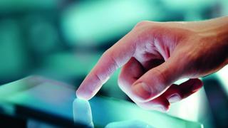 Große Touch-Displays erfordern aufgrund des Gewichts mehrere Aktuatoren, um haptisches Feedback zu integrieren.
