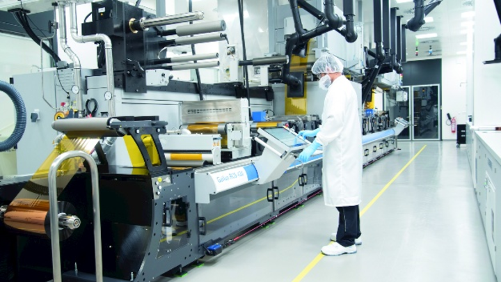 Gedruckte Sensoren werden an einer Druckmaschine vom Typ Gallus RCS430 bei der Heidelberger Druckmaschinen AG gefertigt.