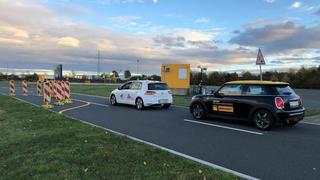 Kommt ein automatisiertes Fahrzeug nicht zurecht, übergibt es die Kontrolle wieder an den Insassen oder führt einen Nothalt durch, der den Verkehrsfluss deutlich stört oder zu Staus führen kann.
