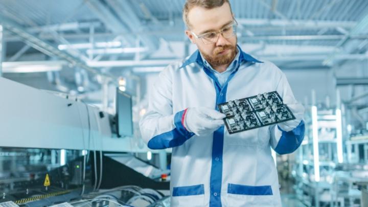 In Deutschland ist Zollner der größte Elektronikfertiger mit rund 1,4 Mrd. Euro Umsatz und 11.000 Mitarbeitern. Weltweit zählt das Unternehmen zu den Top-15-EMS-Dienstleistern.