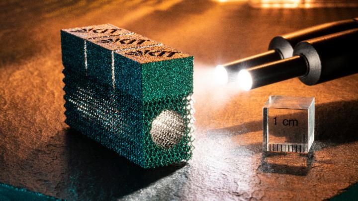 Bauteil aus Wolfram, hergestellt im 3D-Druck mit über das Verfahren des Elektronenstrahlschmelzens.