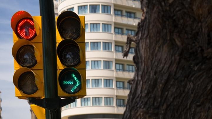 Ein neues Echtzeit-Ampelmanagement soll für einen besseren Verkehrsfluss in Malaga sorgen.