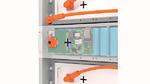 Einblick in ein Speichermodul mit Batterie-Packs, BMS-Platine und internen wie externen Schnittstellen