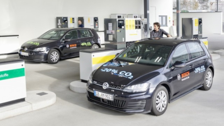 Bosch ersetzt an Werktankstellen normales Benzin durch Blue Gasoline.