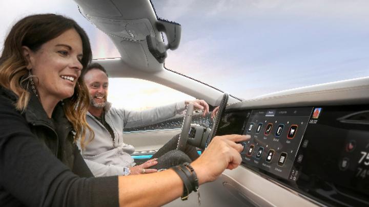Stellantis will mit Mobile Drive eine Führungsrolle beim digitalen Cockpit einnehmen.