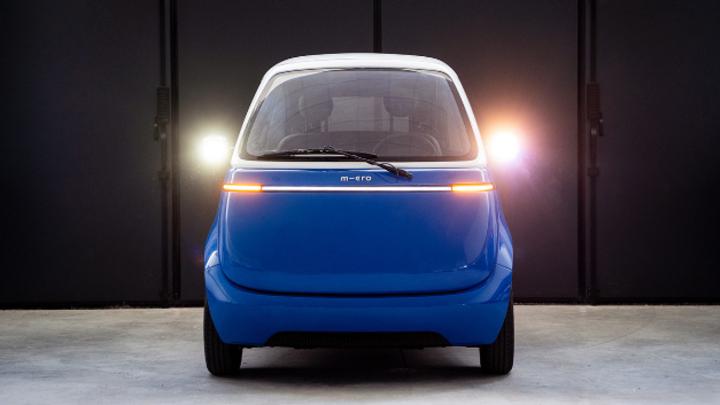 Der Prototyp Nr. 2 des Microlino 2.0: LED-Lichtleisten geben dem Retro-Look eine futuristische Anmutung.