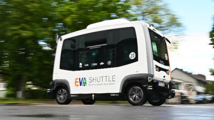 Per Smartphone-App lässt sich der autonome E-Shuttle nach Hause bestellen, wie ein Taxi.
