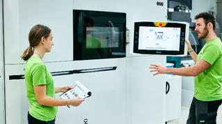 Das High-Tech-Unternehmen 1zu1 testet seit einem Jahr als Pilotkunde die neue Kunststoff-Laser-Sinter-Anlage EOS P500.