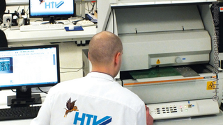 Schichtdickenmessungen mittels RFA ermöglichen beispielsweise eine schnelle und zerstörungsfreie Untersuchung von Leiterplatten-Lötoberflächen.