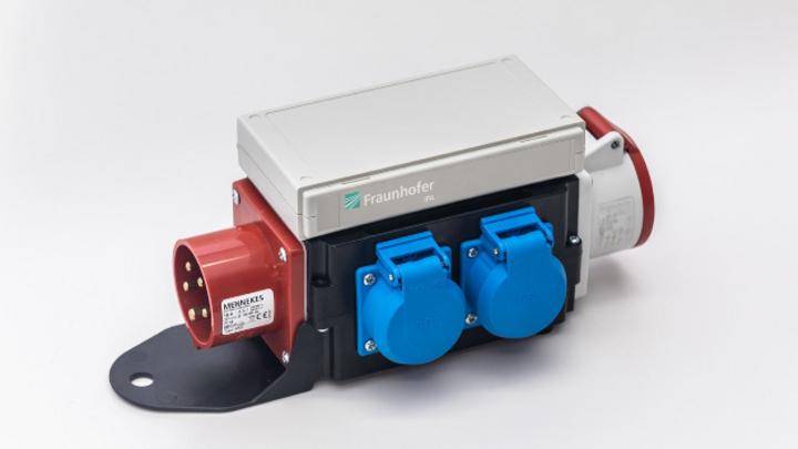 Dieser Wechselstrom-Messwandler nutzt die Stromzufuhr, um grundlegende Maschinendaten abzurufen.