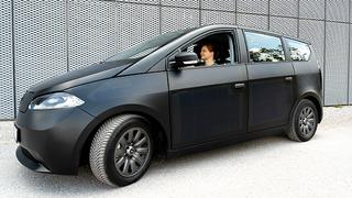 Elektronik-automotive-Redakteurin Irina Hübner durfte den neuen Prototyp des Sion schon Probe fahren.